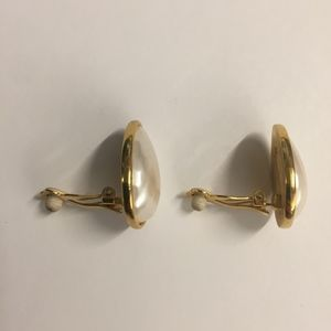 Unbranded Jewelry - Estate Gold and White Pearl Teardrop Clip Earrings